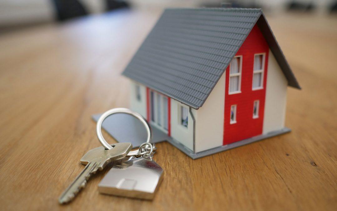 Après la hausse du printemps, la baisse des taux de crédit immobilier en été